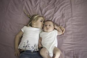 Frère et sœur complice, amour et tendresse