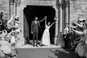 Mariage, la sortie de l'Eglise par Delphine Perez photographe