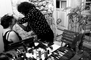 Maquillage et préparatifs avant cérémonie de mariage par Delphine Perez Photographie