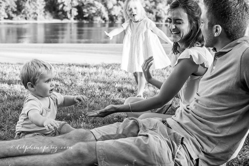 Complicité et Amour enfant et famille lors d'une séance photo