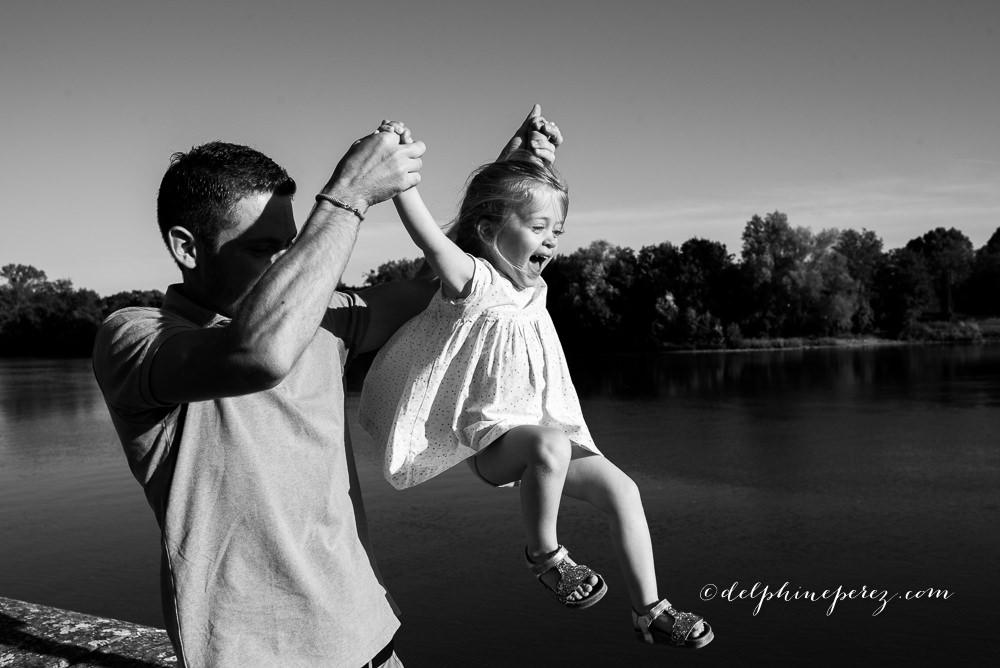 Famille heureuse avec photographe Villefranche Macon
