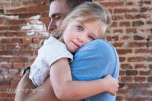 Séance photos famille Mâcon, tendresse père fille.