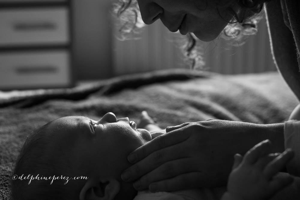 Complicité mère enfant lors d'une séance photo avec Delphine Perez