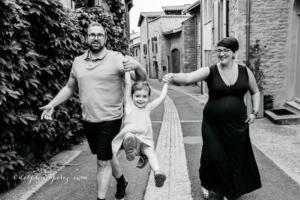 Shooting photo en famille à Oingt dans le Beaujolais