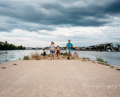Séance Photo Grossesse Famille Lyon Confluence sur la Presqu'île Lyonnaise