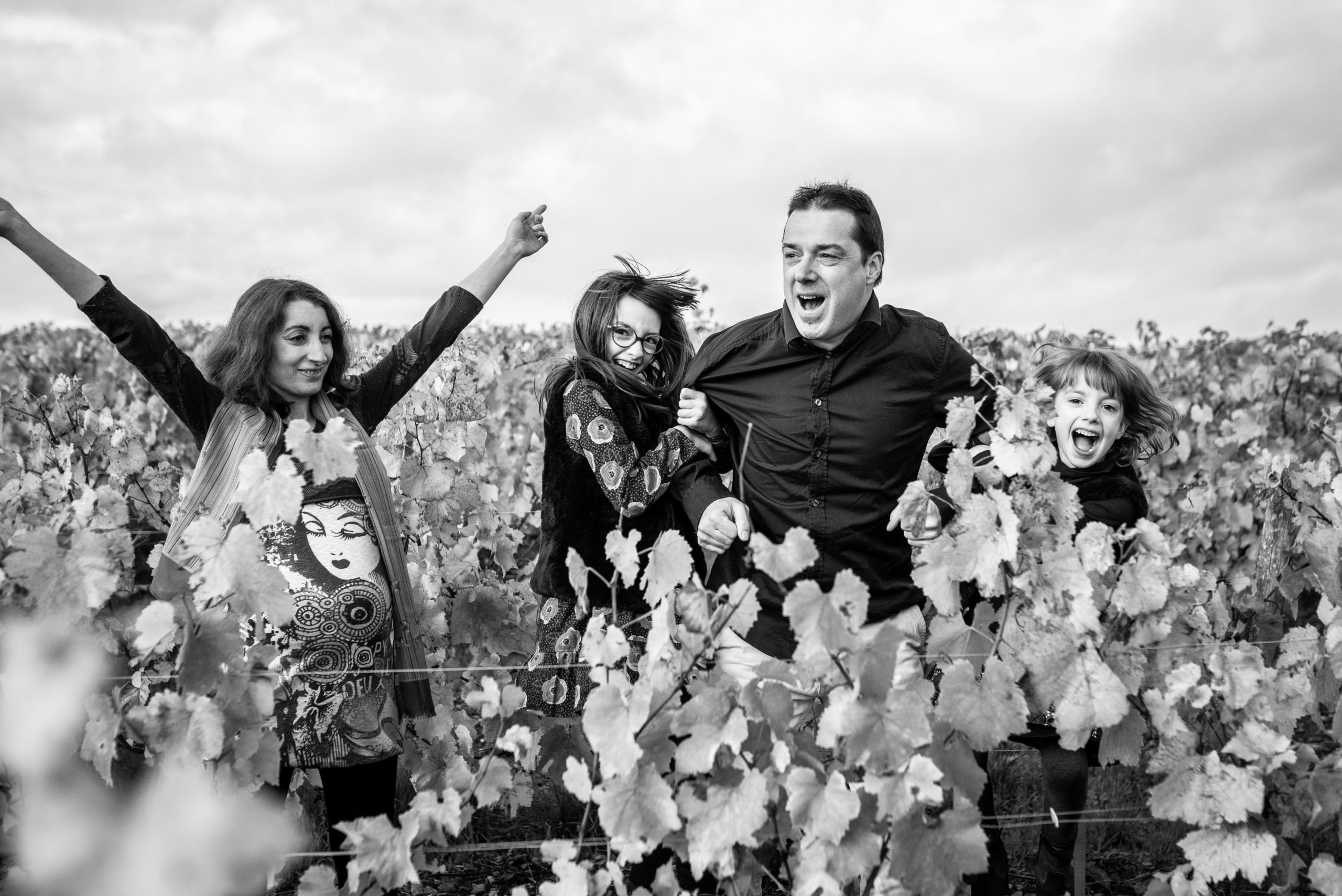 Famille en séance photographique au coeur du Beaujolais