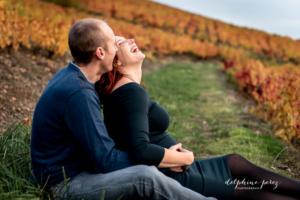 Séance couple dans les vignes en région Beaujolais